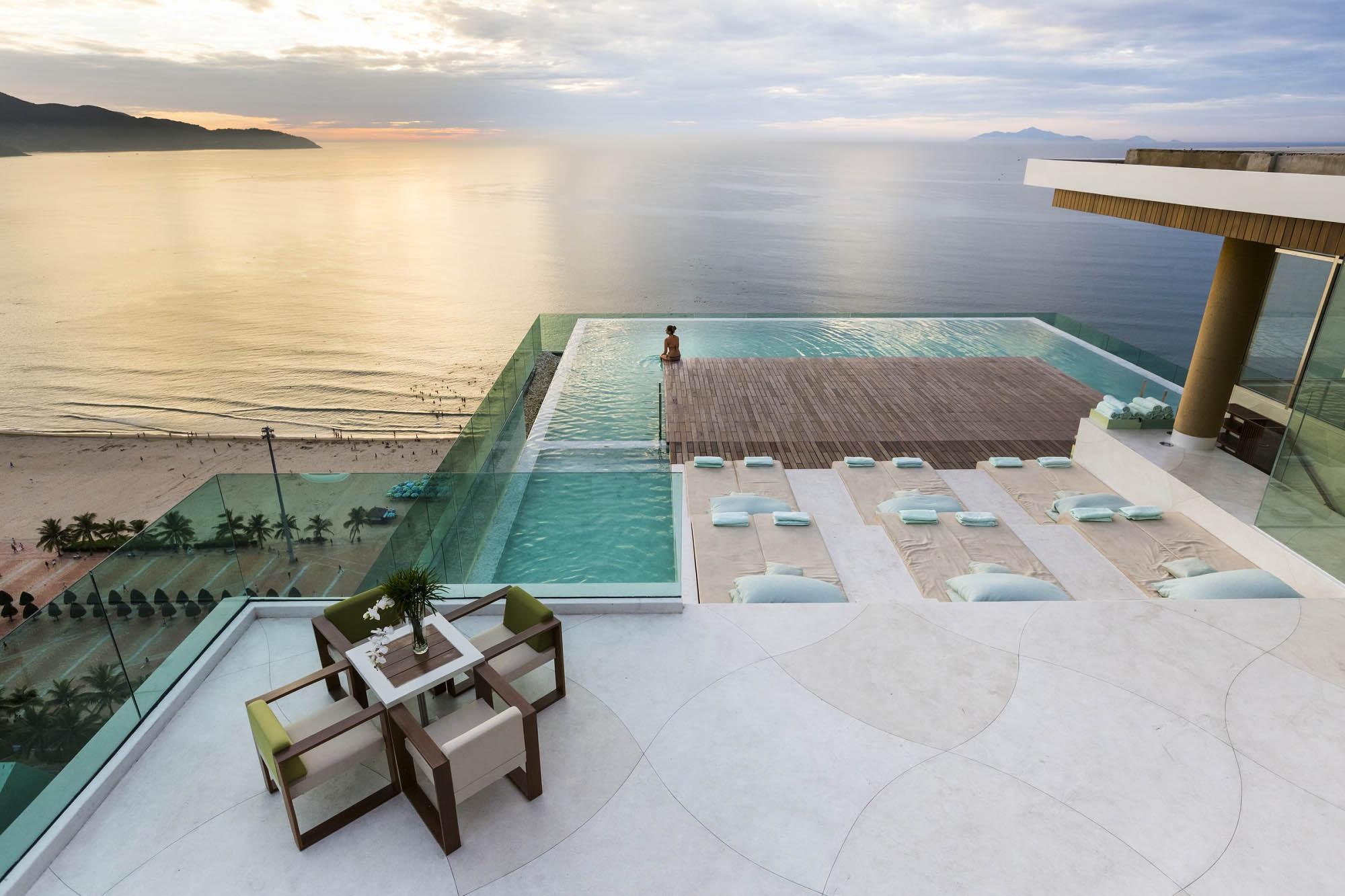 The Top Bar A La Carte Danang Beach Hotel 200 Vo Nguyen Giap Danang Fantasticity Com 01