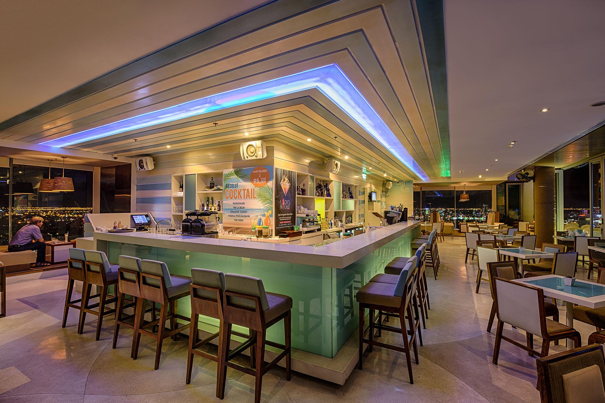 The Top Bar A La Carte Danang Beach Hotel 200 Vo Nguyen Giap Danang Fantasticity Com 05