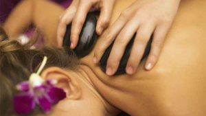 7-the-holiday-spa-massage