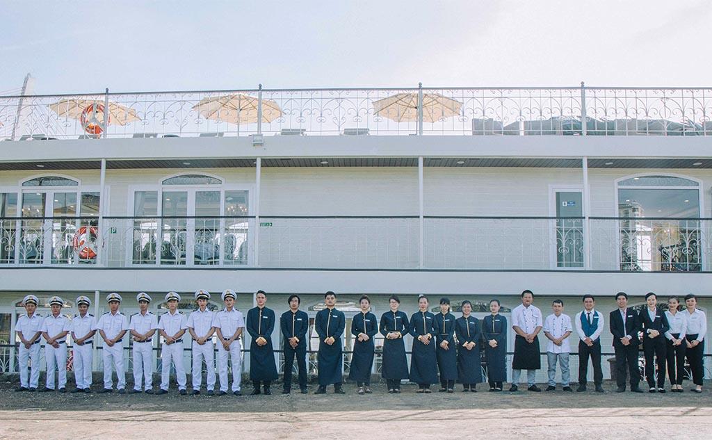 Xem pháo hoa trên du thuyền sông Hàn - Một trải nghiệm thú vị tại Lễ hội Pháo hoa Quốc tế Đà Nẵng 2018 3