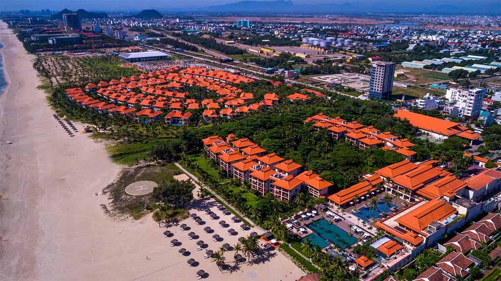 Furama Resort Đà Nẵng lần thứ 8 nhận giải thưởng Rồng Vàng 2