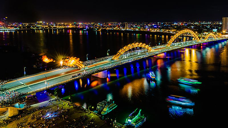 Dragon Bridge Breathes Fire and Water in 5 consecutive nights on Tet Lunar New Year