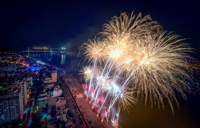 Da Nang held 3 fireworks points Tet Lunar New Year