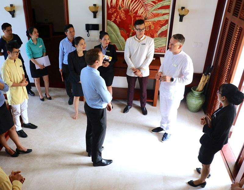 Đào tạo và trao chứng nhận Quốc tế về nghiệp vụ Quản gia Quốc tế cho Nhân viên Furama Resort Đà Nẵng 1