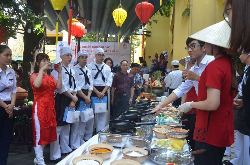 Đầu bếp trên tàu sân bay Mỹ giao lưu ẩm thực tại Đà Nẵng 2