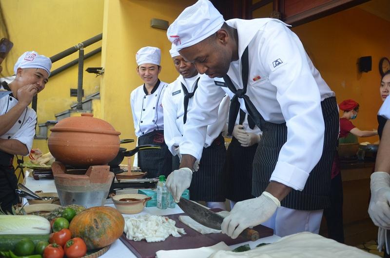 Đầu bếp trên tàu sân bay Mỹ giao lưu ẩm thực tại Đà Nẵng 6