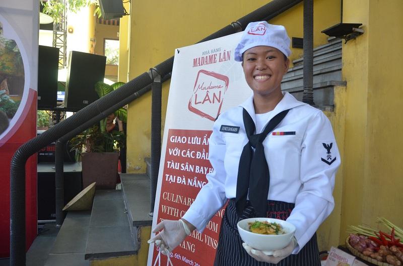 Đầu bếp trên tàu sân bay Mỹ giao lưu ẩm thực tại Đà Nẵng 7