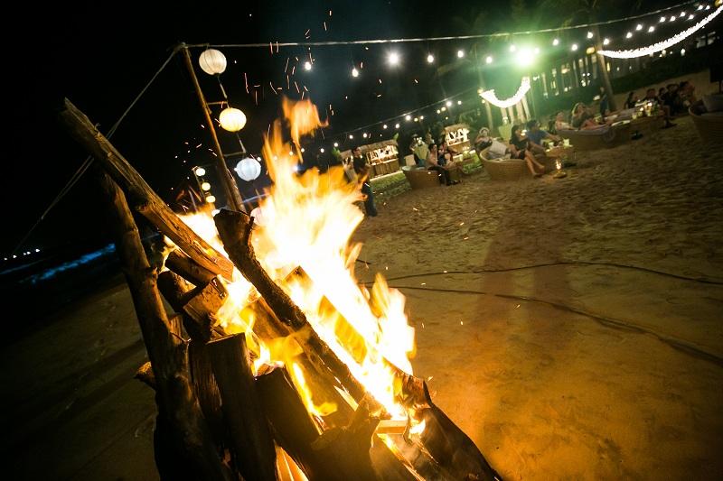 Hãy để hành tinh này và chính bạn được nghỉ ngơi vào giờ trái đất tại đêm tiệc ở bãi biển Naman Retreat! 2