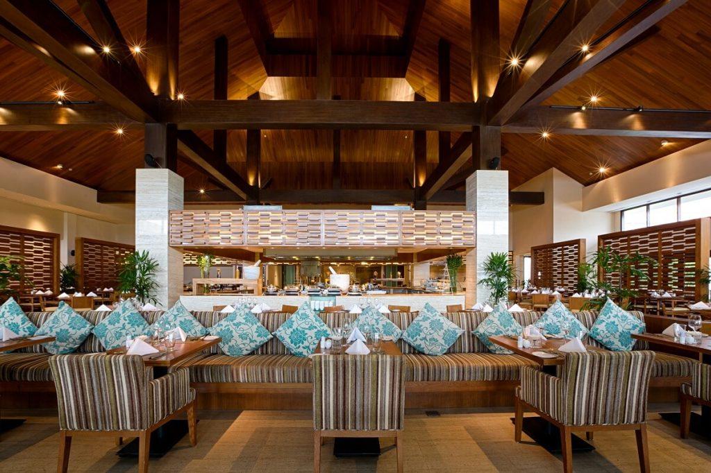 Pullman Danang Beach Resort: SuperHero Buffet Dinner  8