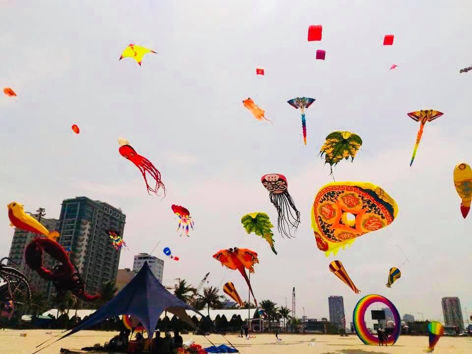 Những cánh diều rực rỡ sắc màu bên bờ biển Đà Nẵng 2