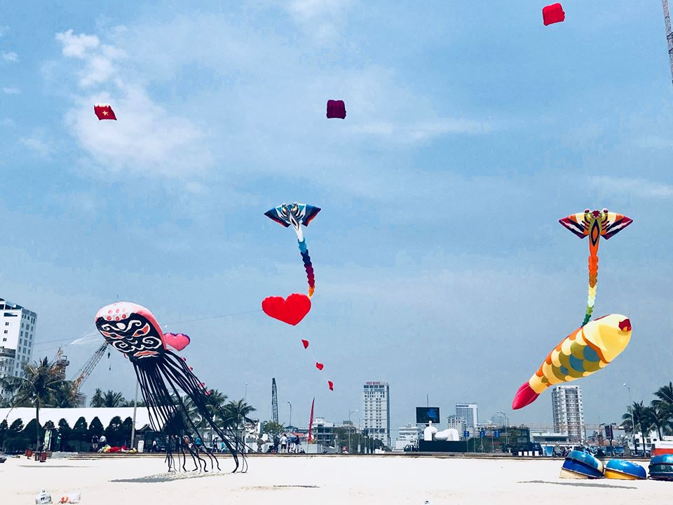 Kites Festival – Colorful kites on Danang Beach 1