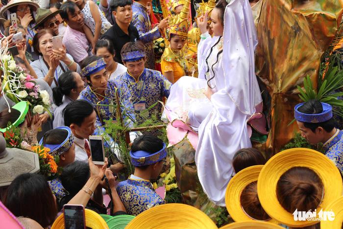 Lễ vía Đức Bồ Tát ở lễ hội Quán Thế Âm Đà Nẵng 7