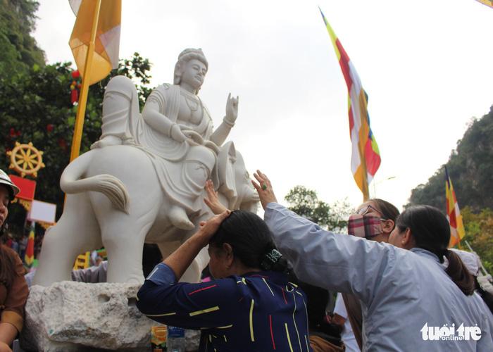 Lễ vía Đức Bồ Tát ở lễ hội Quán Thế Âm Đà Nẵng 8