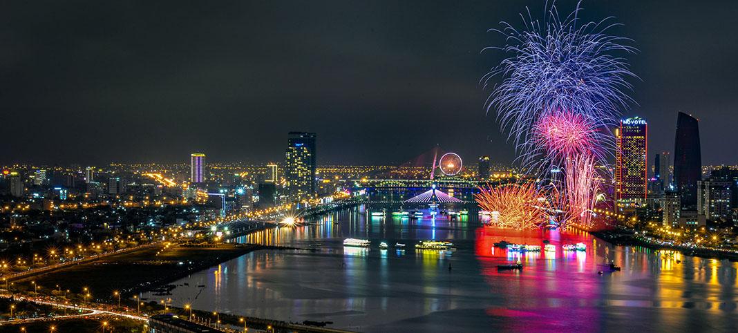Xem pháo hoa trên du thuyền sông Hàn - Một trải nghiệm thú vị tại Lễ hội Pháo hoa Quốc tế Đà Nẵng 2018