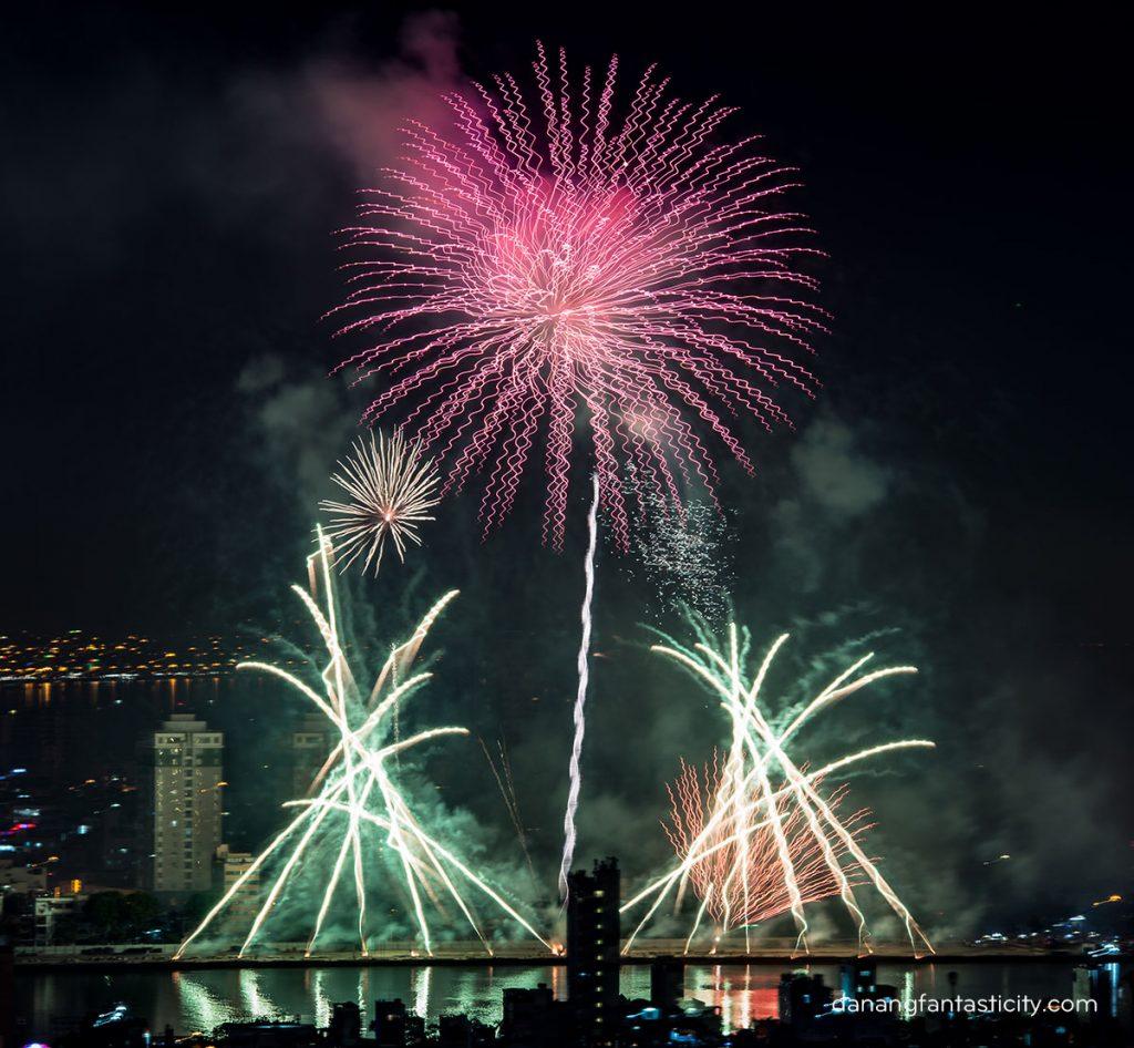 """Lễ hội pháo hoa Quốc tế Đà Nẵng 2018 tiếp tục bùng bổ với đêm thứ hai """"Nhịp cầu Thời gian"""" 7"""