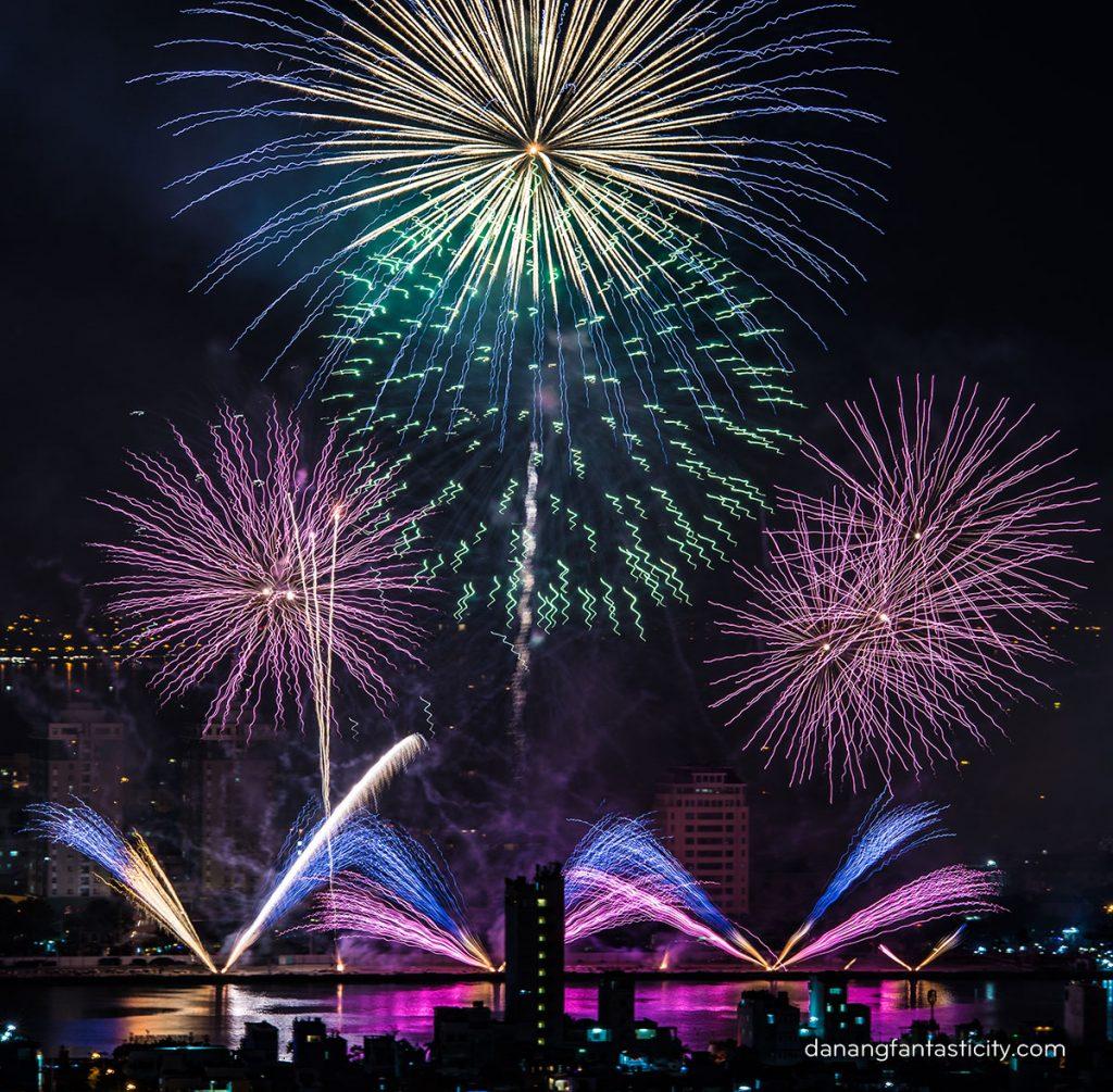 """Lễ hội pháo hoa Quốc tế Đà Nẵng 2018 tiếp tục bùng bổ với đêm thứ hai """"Nhịp cầu Thời gian"""" 8"""