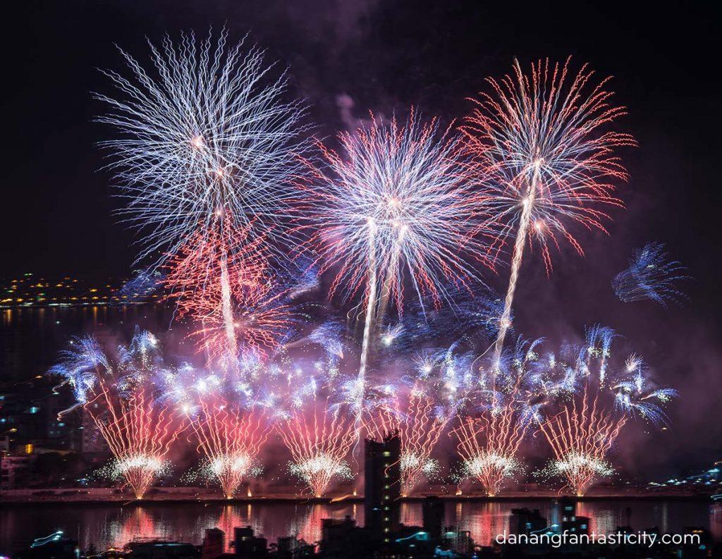"""Lễ hội pháo hoa Quốc tế Đà Nẵng 2018 tiếp tục bùng bổ với đêm thứ hai """"Nhịp cầu Thời gian"""" 10"""