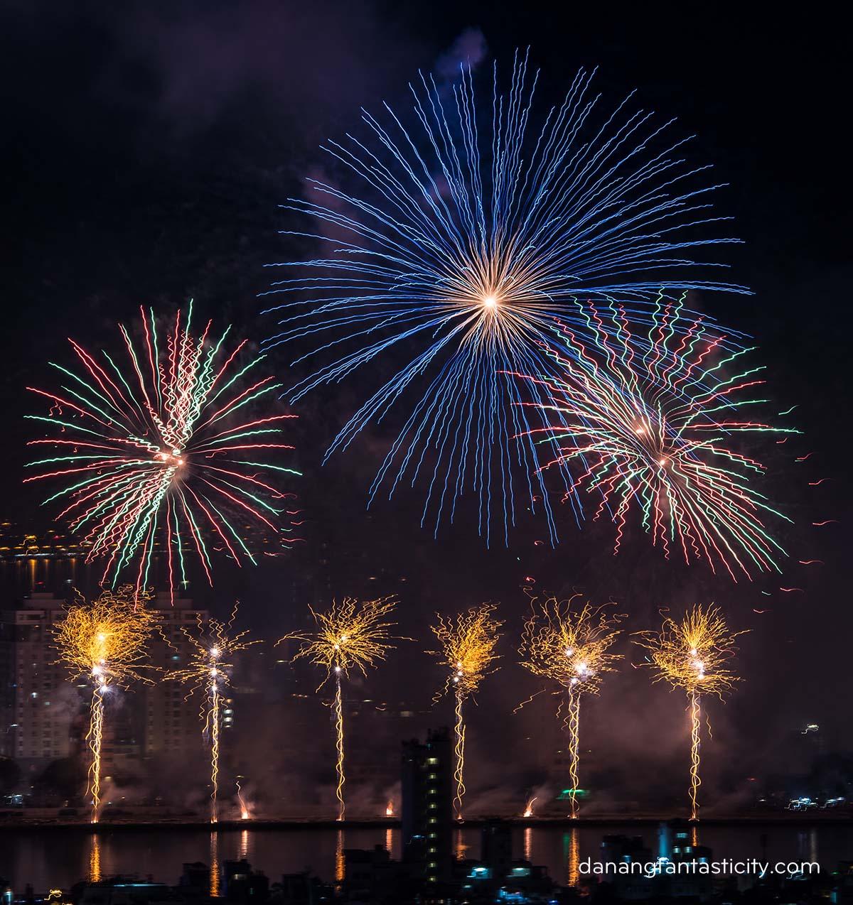 """Lễ hội pháo hoa Quốc tế Đà Nẵng 2018 tiếp tục bùng bổ với đêm thứ hai """"Nhịp cầu Thời gian"""" 11"""