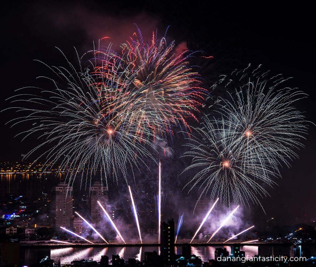 """Lễ hội pháo hoa Quốc tế Đà Nẵng 2018 tiếp tục bùng bổ với đêm thứ hai """"Nhịp cầu Thời gian"""" 12"""