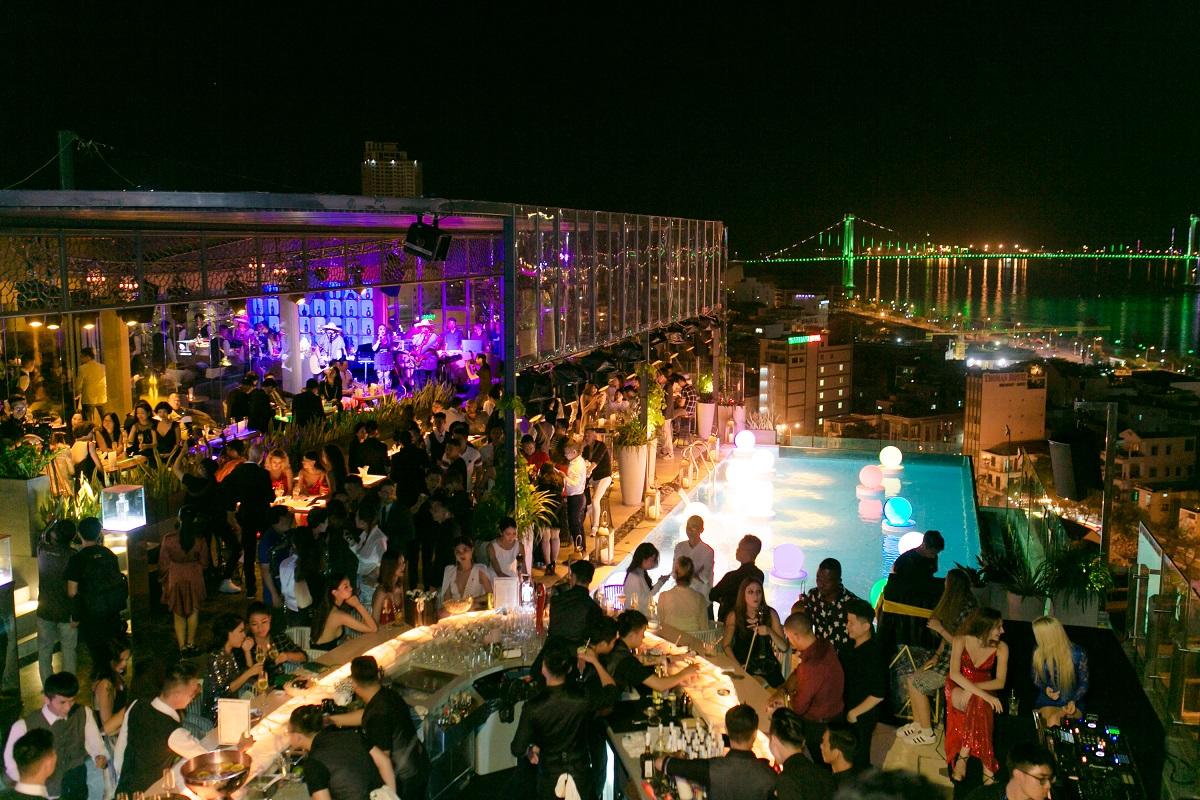 Thư giãn thật đẳng cấp và lãng mạn tại Sevva Sky Lounge Danang mới lạ nhất miền Trung