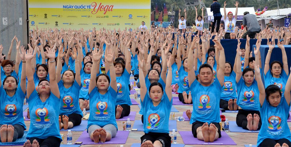 Thư giãn với ngày hội Yoga trên biển Đà Nẵng