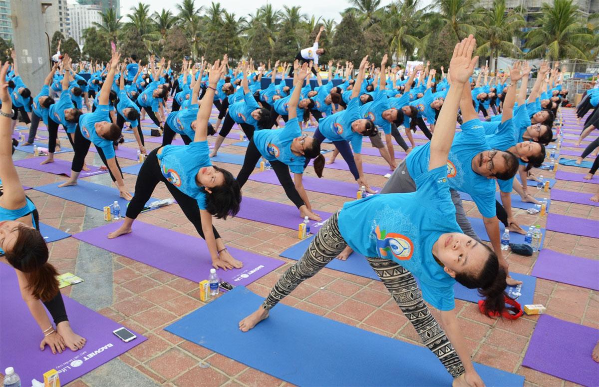 Thư giãn với ngày hội Yoga trên biển Đà Nẵng 2