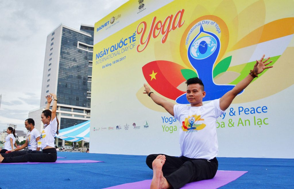 Thư giãn với ngày hội Yoga trên biển Đà Nẵng 3