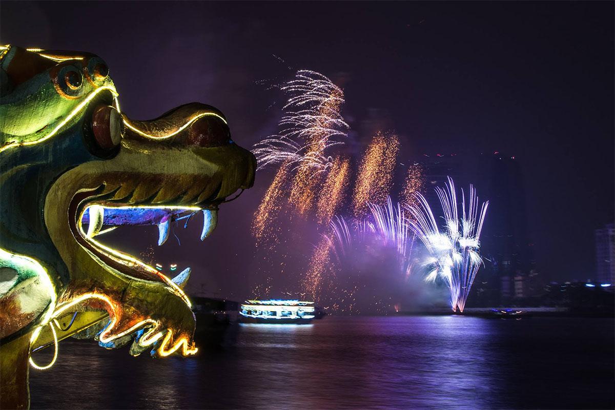 Xem pháo hoa trên du thuyền sông Hàn - Một trải nghiệm thú vị tại Lễ hội Pháo hoa Quốc tế Đà Nẵng 2018 2