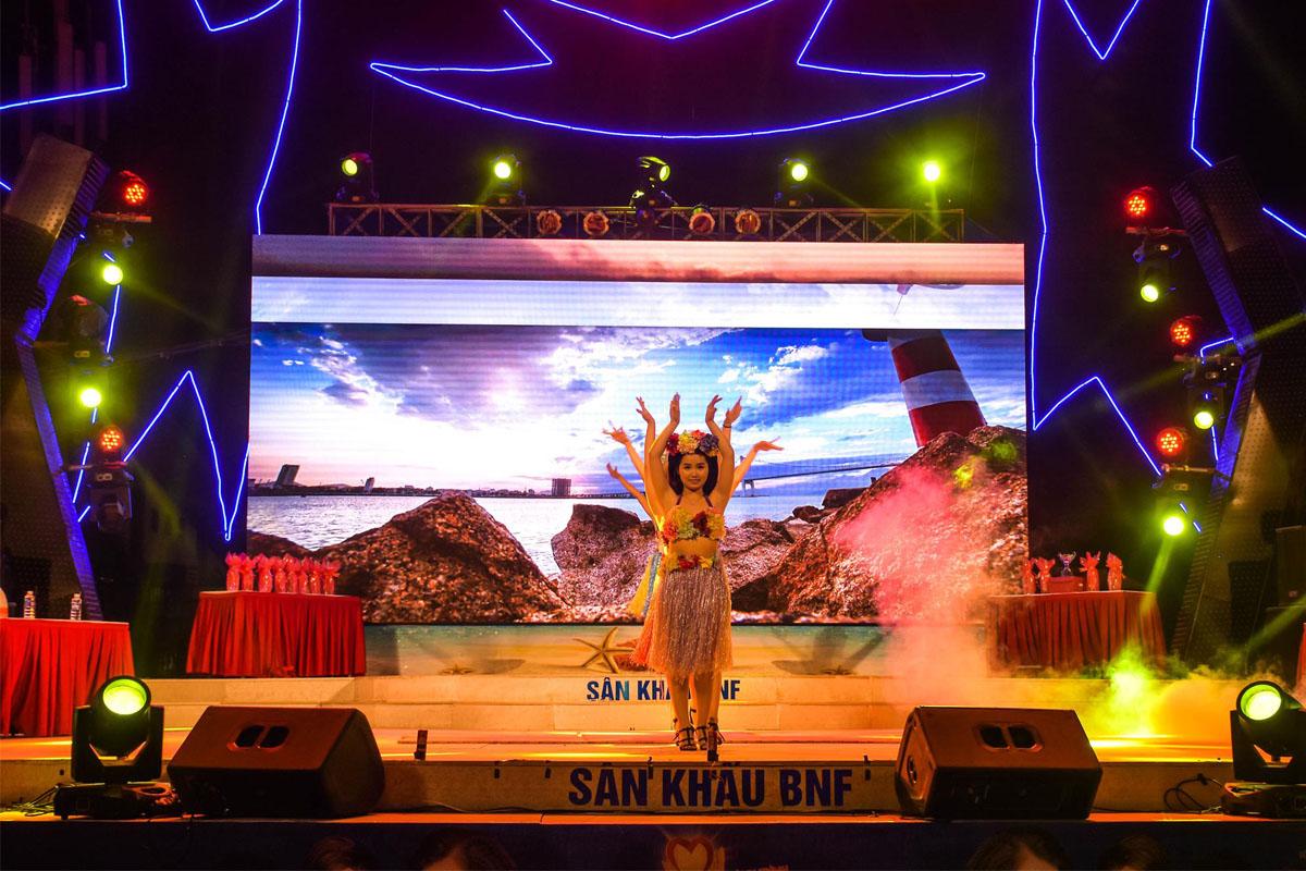 Biểu diễn nhảy hiện đại trong khuôn khổ chương trình Đà Nẵng - Điểm hẹn mùa hè 2018 2