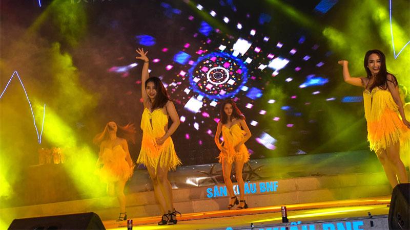 Biểu diễn nhảy hiện đại trong khuôn khổ chương trình Đà Nẵng - Điểm hẹn mùa hè 2018