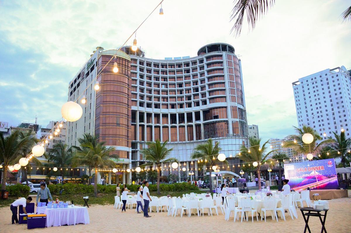 Holiday Beach Danang Hotel & Resort Đặt phòng 3 đêm – Nhận ngay voucher Xông hơi đá muối Himalayan tại khách sạn Holiday Beach Đà Nẵng 2