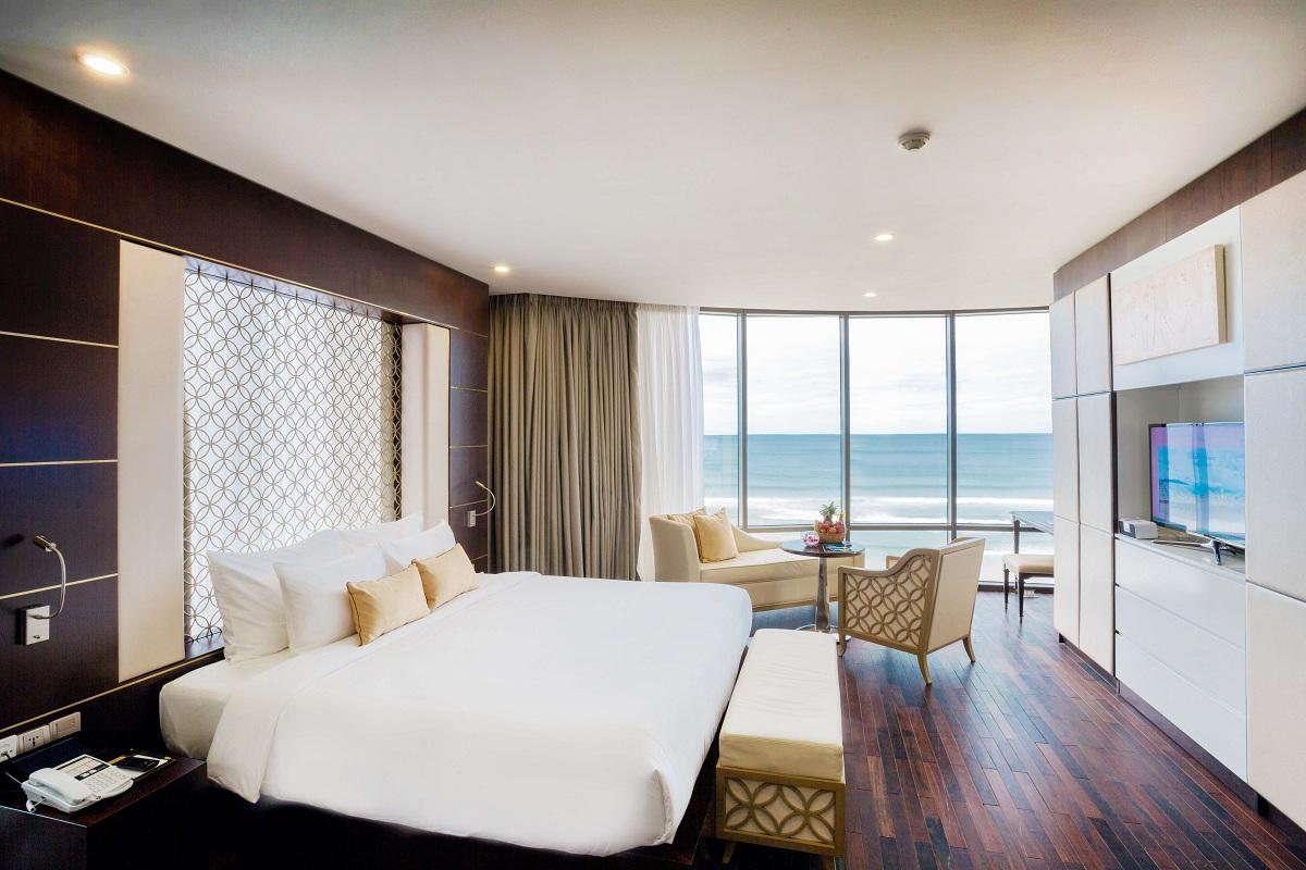 Holiday Beach Danang Hotel & Resort Đặt phòng 3 đêm – Nhận ngay voucher Xông hơi đá muối Himalayan tại khách sạn Holiday Beach Đà Nẵng 1