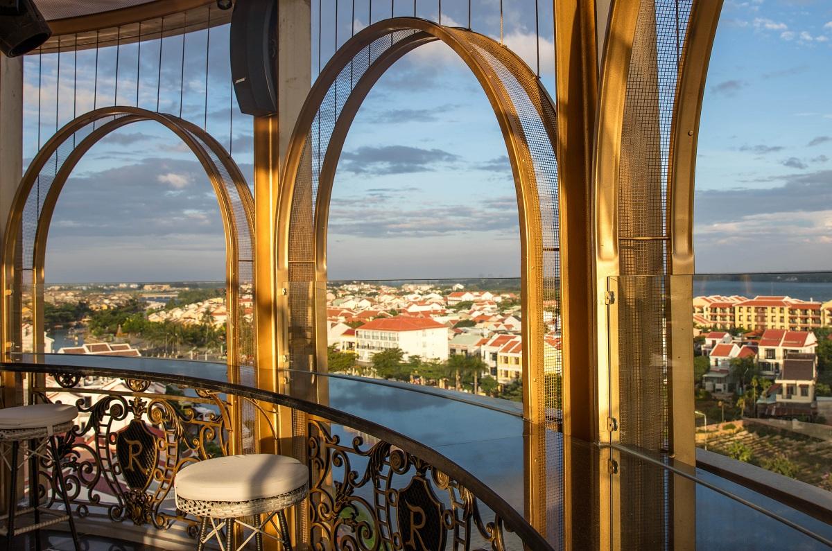Khám phá rooftop bar cao nhất Hội An, ngắm toàn cảnh phố cổ và sông Thu Bồn 1