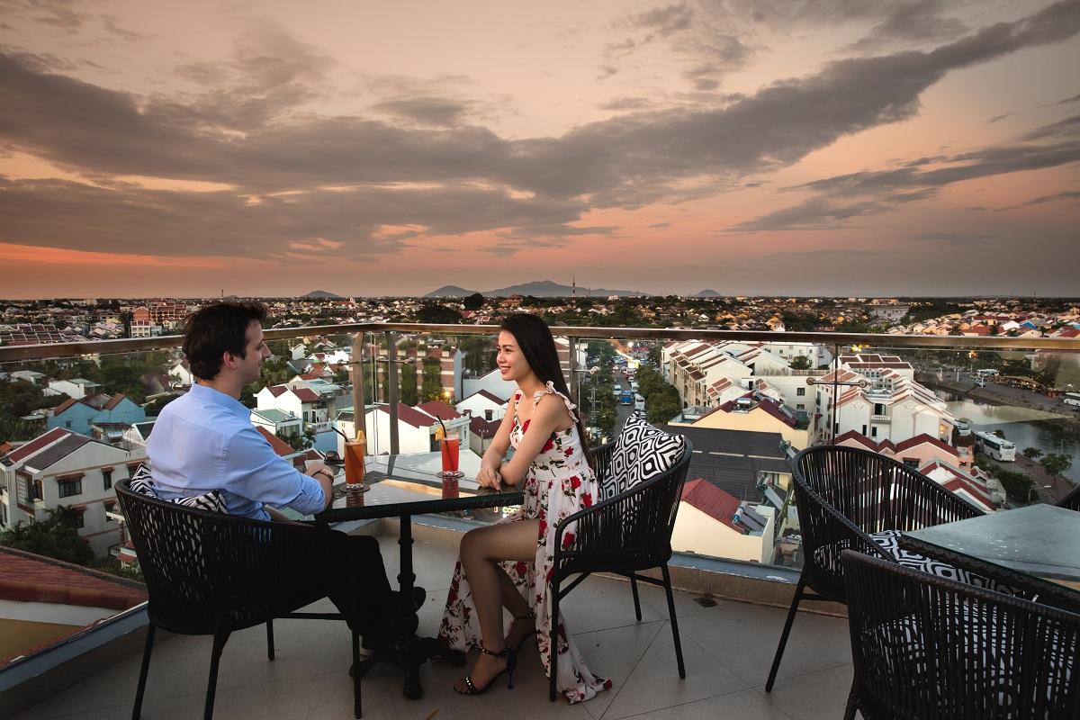 Khám phá rooftop bar cao nhất Hội An, ngắm toàn cảnh phố cổ và sông Thu Bồn 2