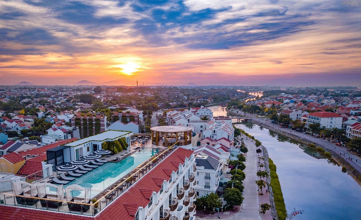 Khám phá rooftop bar cao nhất Hội An, ngắm toàn cảnh phố cổ và sông Thu Bồn