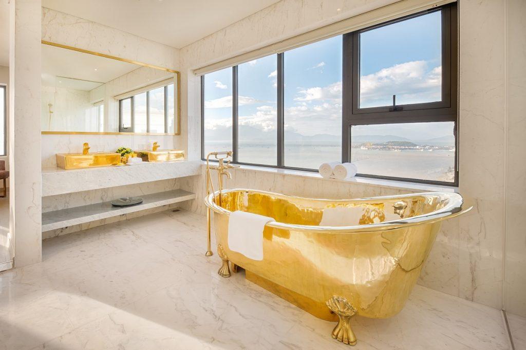 Khách sạn Danang Golden Bay 11