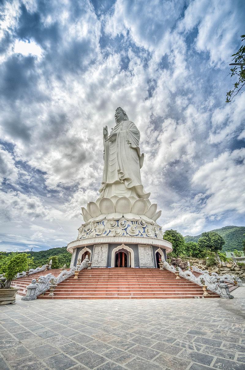 """Đến xem ngôi chùa 13 lần tượng Phật """"tỏa hào quang"""" - 4"""