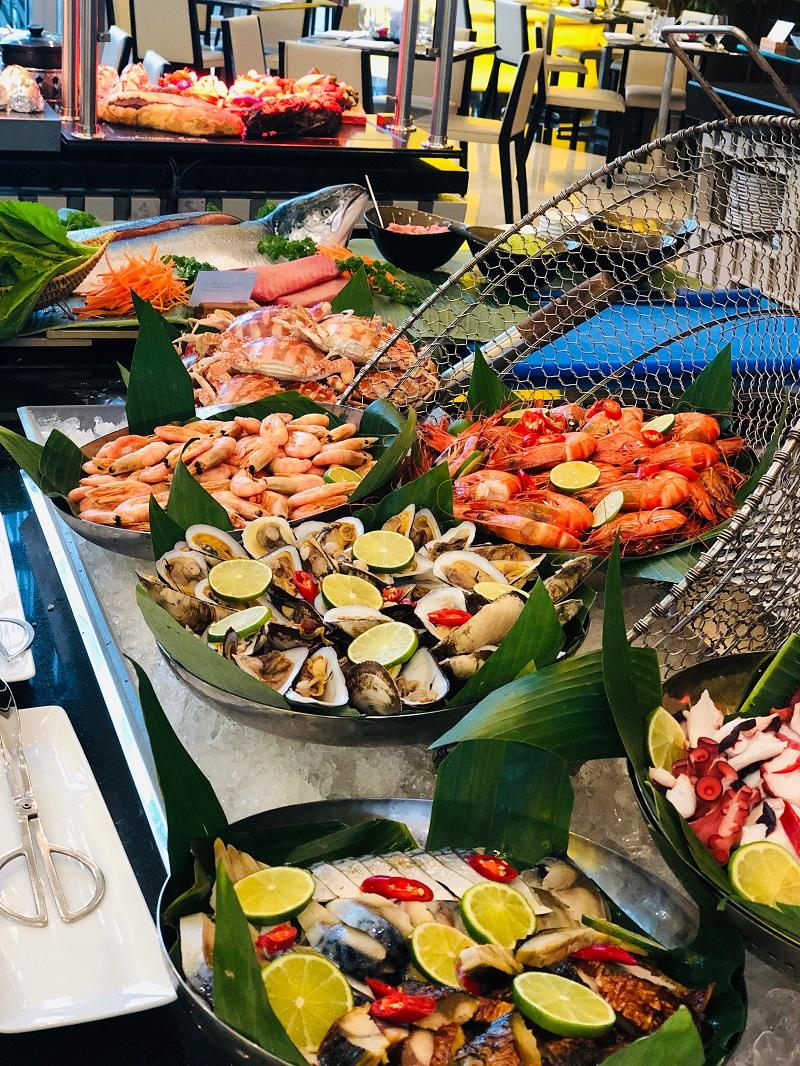 Dai Tiec Buffet Hai San Mung Ngay Quoc Te Thieu Nhi Tai Grand Mercure Danang 02