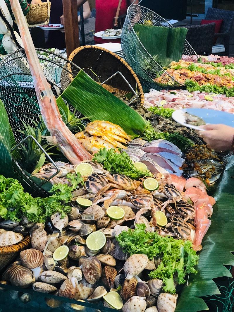 Dai Tiec Buffet Hai San Mung Ngay Quoc Te Thieu Nhi Tai Grand Mercure Danang 06