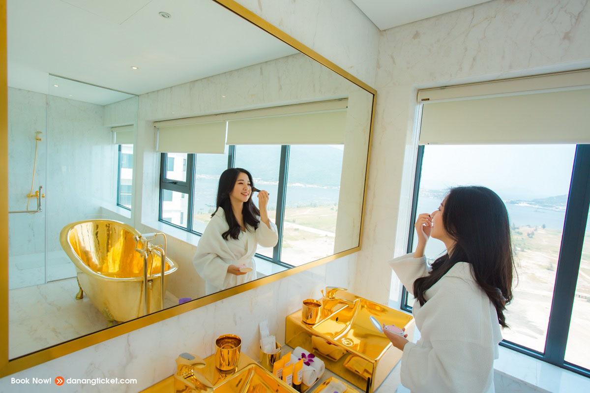 Mot Ngay De Yeu Va Tan Huong Nhung Man Phao Hoa An Tuong Cung Danang Golden Bay 14