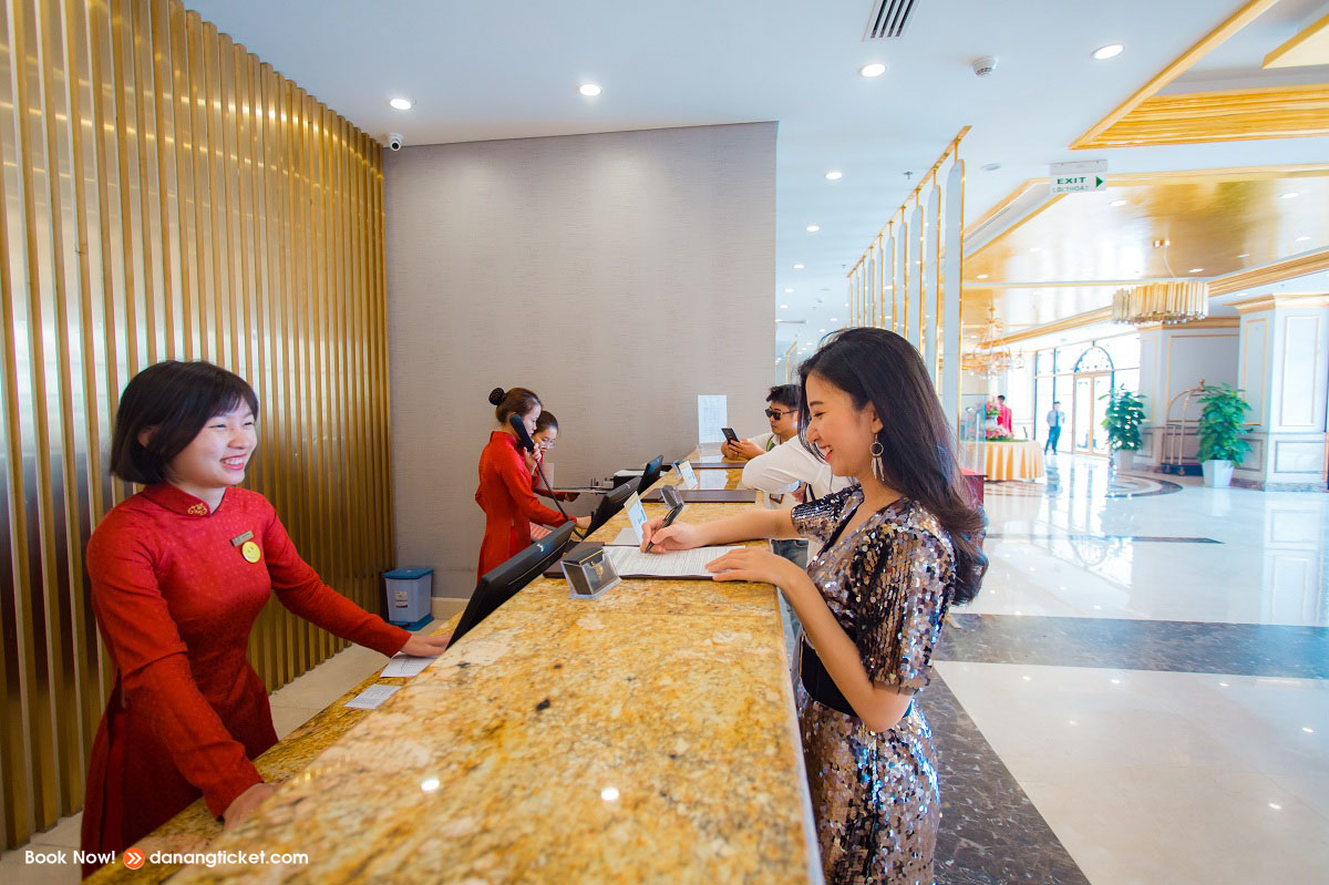 Mot Ngay De Yeu Va Tan Huong Nhung Man Phao Hoa An Tuong Cung Danang Golden Bay 18