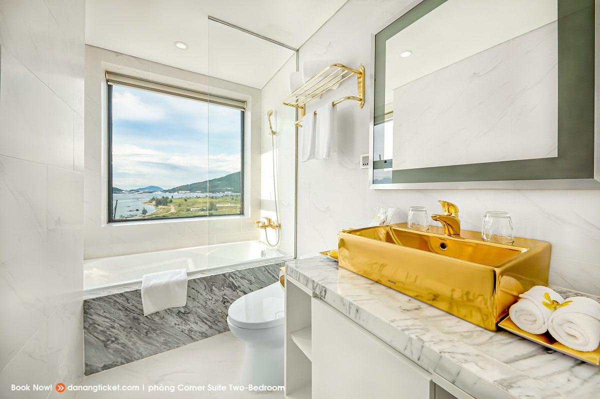 Phong Corner Suite Two Bed Rooms Mot Ngay De Yeu Va Tan Huong Nhung Man Phao Hoa An Tuong Cung Danang Golden Bay 37