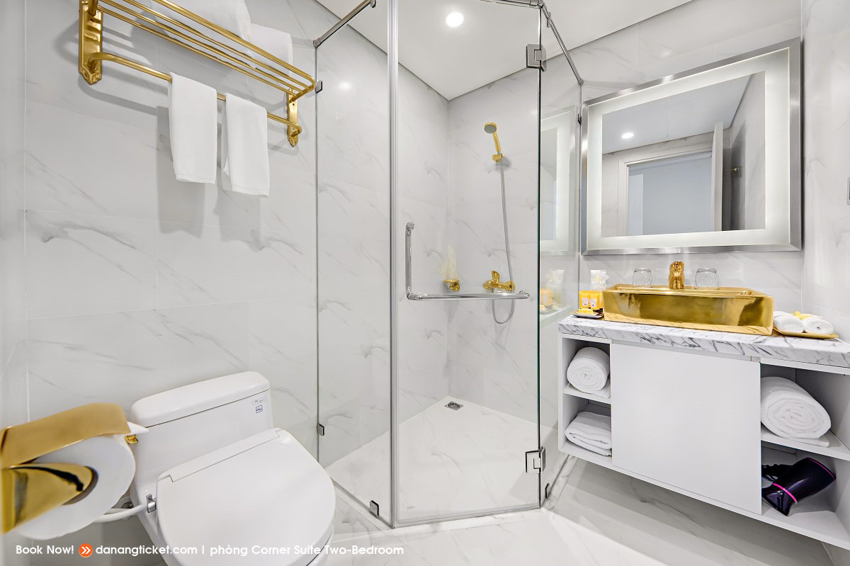 Phong Corner Suite Two Bed Rooms Mot Ngay De Yeu Va Tan Huong Nhung Man Phao Hoa An Tuong Cung Danang Golden Bay 38