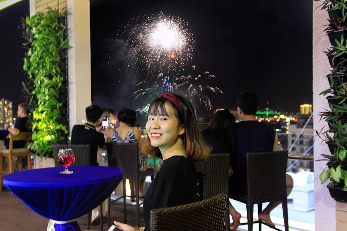 Thuong Thuc Cac Man Trinh Dien Phao Hoa Tai Diamond Sea Hotel Da Nang 02