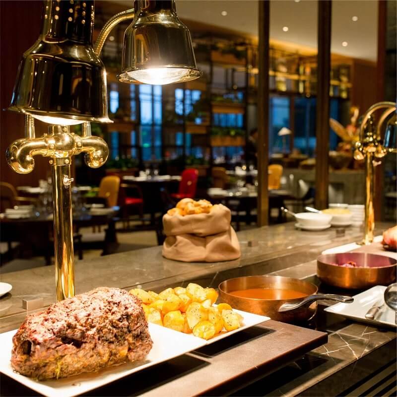 Friday Seafood Buffet Tai Hilton Da Nang 010