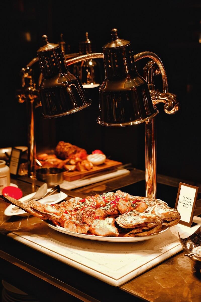 Friday Seafood Buffet Tai Hilton Da Nang 011
