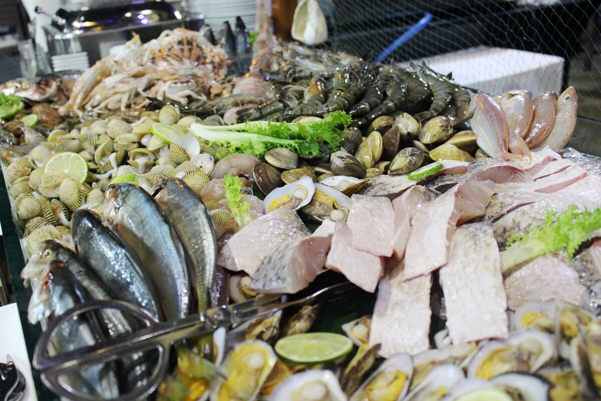 Thoi Tan Nang He Voi Pool Bbq Buffet Tai Grand Mercure Danang 2 03