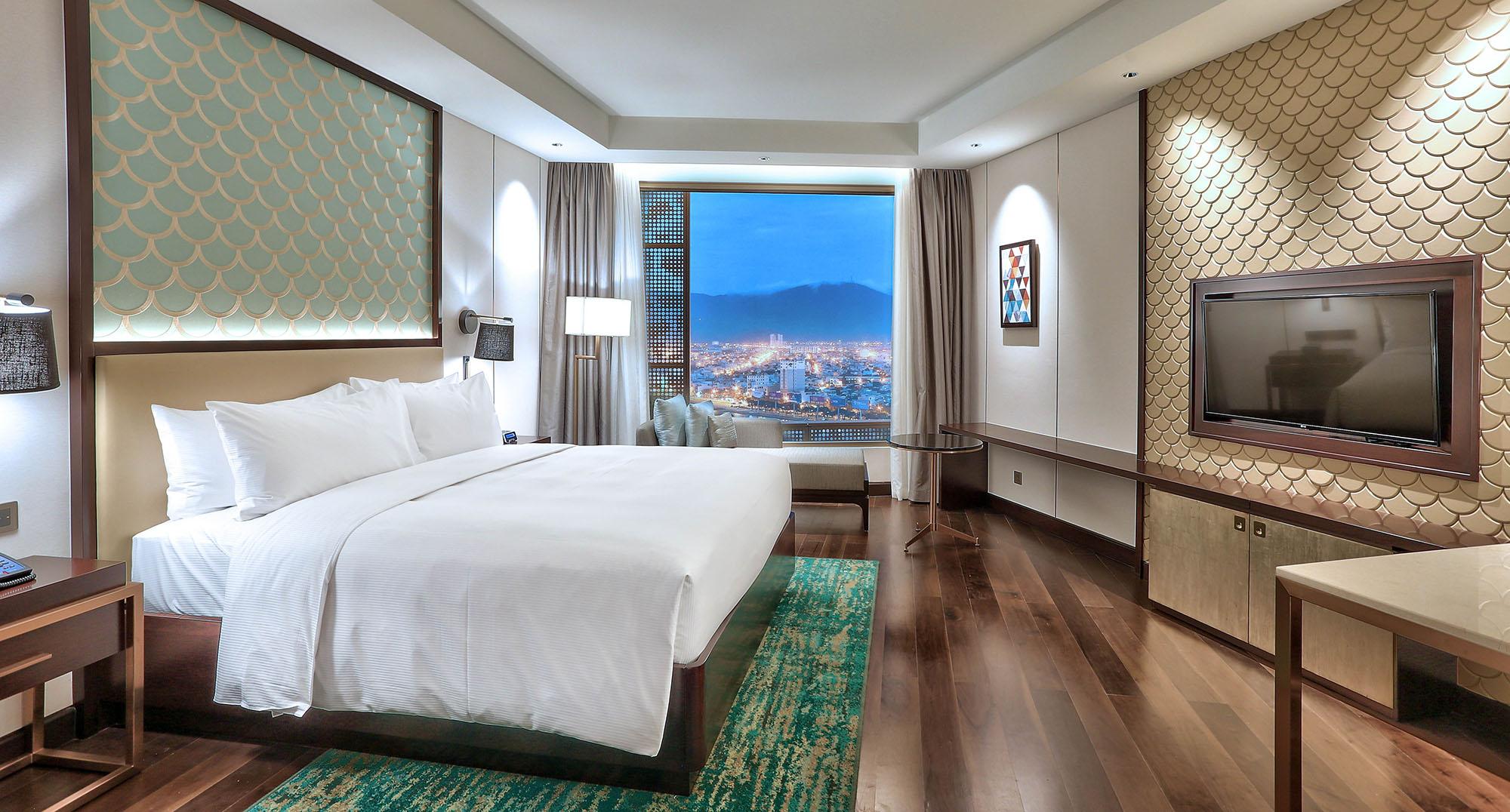 Guest Room Ocean View King Bed Hilton Da Nang Trai Nghiem Khach San Day Phong Cach Giua Long Thanh Pho Danang Fantasticity 01