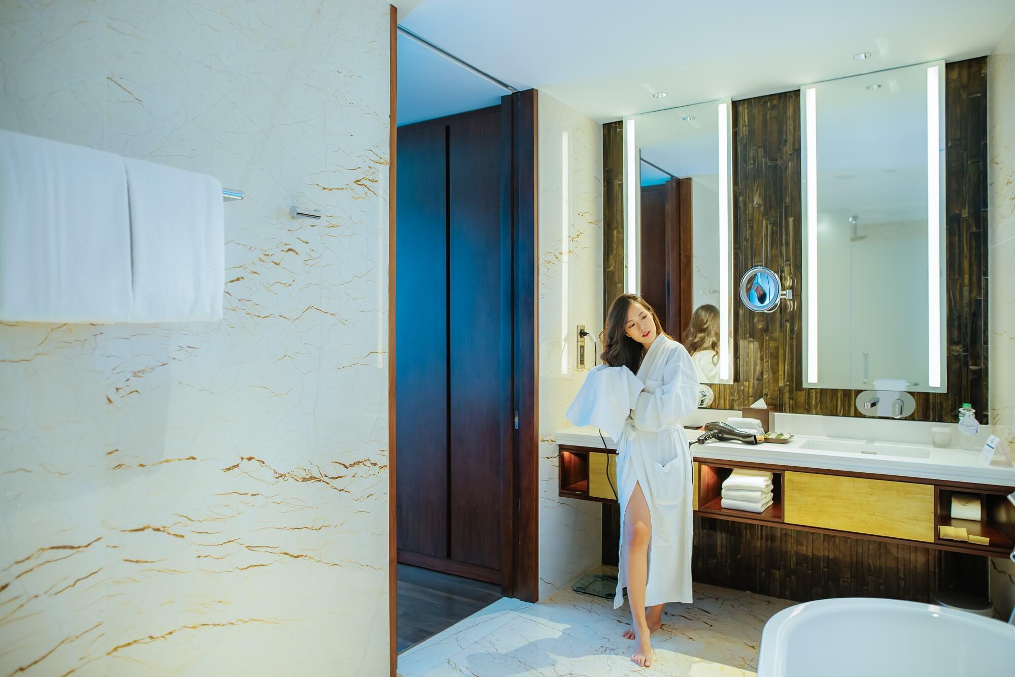Suite Room Hilton Da Nang Trai Nghiem Khach San Day Phong Cach Giua Long Thanh Pho Danang Fantasticity 06