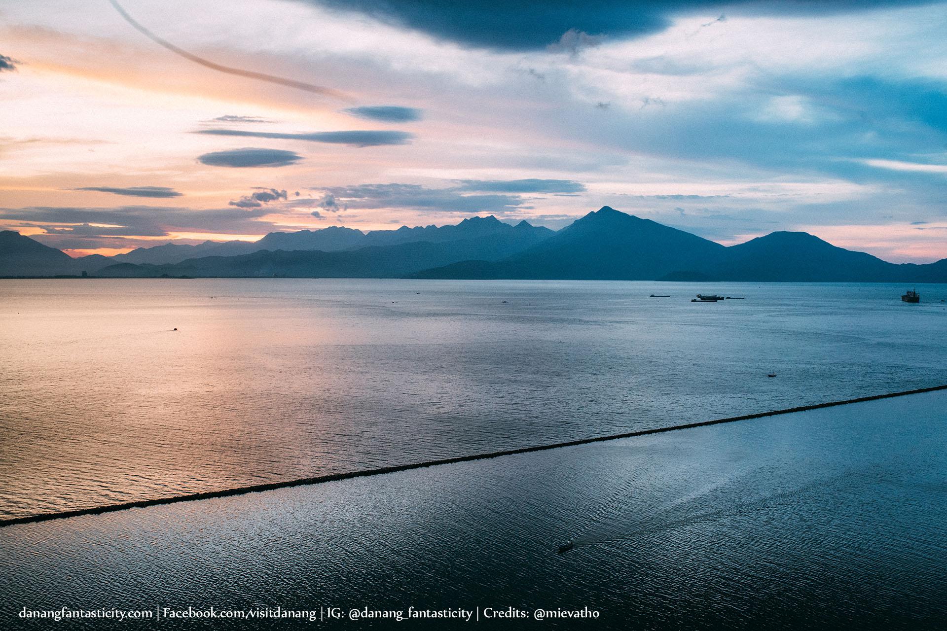 Da Nang Hoi An Anh Cho Minh Tren Chiec Xe Giac Mo Mievatho Danang Fantasticity Com Chan Cau Thuan Phuoc Danang Golden Bay 02